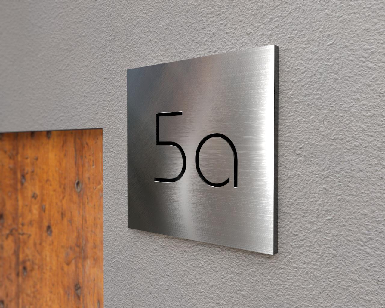 Hausnummerplatte aus Edelstahl